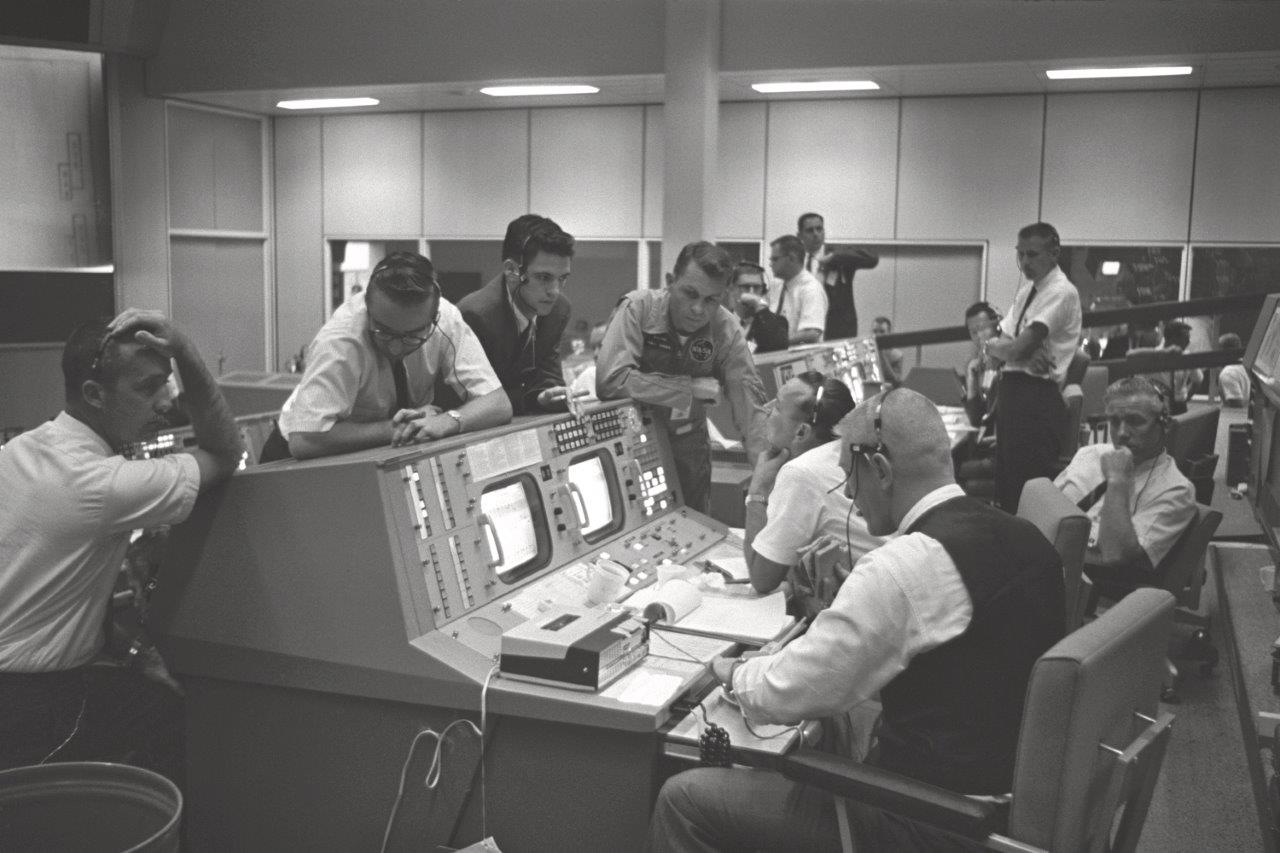 "Kranz on Console - GPN-2000-001406"" by NASA - Great Images in NASA Description. Licensed under Public Domain via Wikimedia Commons - https://commons.wikimedia.org/wiki/File:Kranz_on_Console_-_GPN-2000-001406.jpg#/media/File:Kranz_on_Console_-_GPN-2000-001406.jpg"